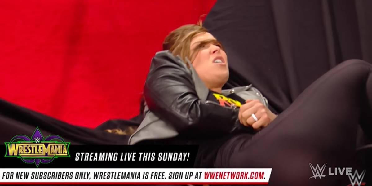 Encarada leva Ronda Rousey 'à lona' na estreia no WWE; assista