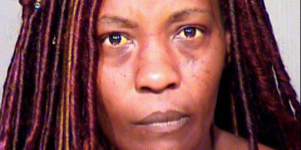 Madre usó pistola eléctrica para despertar a su hijo y que fuera a la iglesia