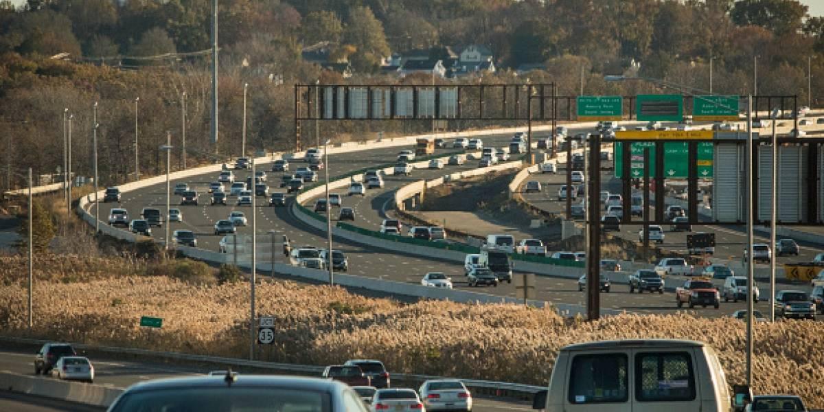 Trump lucha por bajar las restricciones de emisiones de gases de los autos