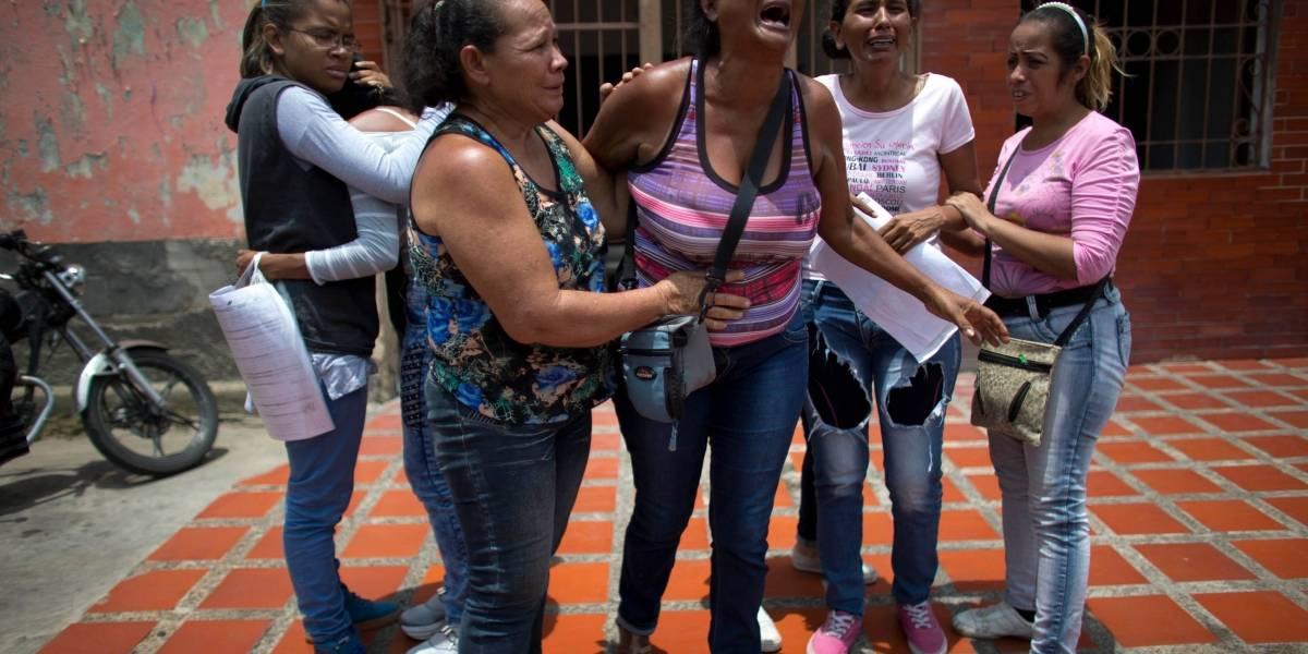 Venezuela: imputan por homicidio a policías en caso de incendio que dejó 68 muertos en comisaría