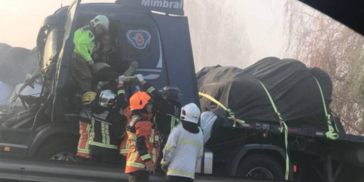 Al menos 15 vehículos involucrados: impactantes primeras imágenes tras colisión múltiple en San Fernando