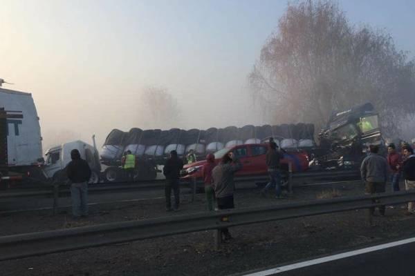 Al menos 2 muertos deja accidente de tránsito múltiple en San Fernando