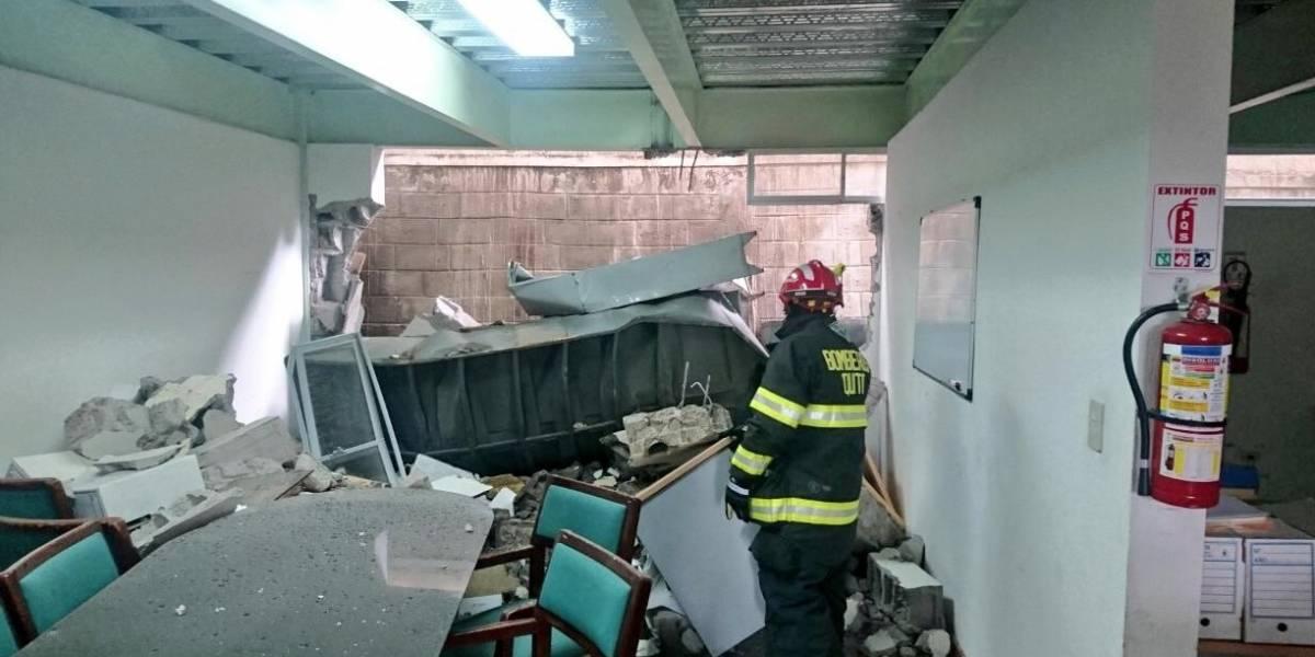 Un muro colapsó por las lluvias en Quito