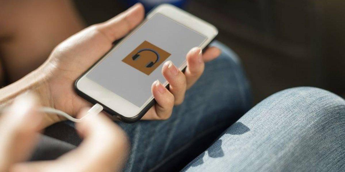 Usar un cargador de diferente marca a la de tu celular es peligroso: ¿Verdad o mito?