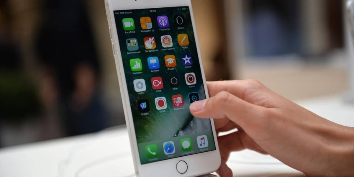"""Le pasó por """"alumbrado"""": sube foto a Facebook para lucir su iPhone 7 Plus y termina sufriendo la mayor vergüenza de su vida"""