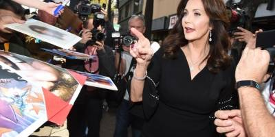 Lynda Carter recibe estrella en Hollywood