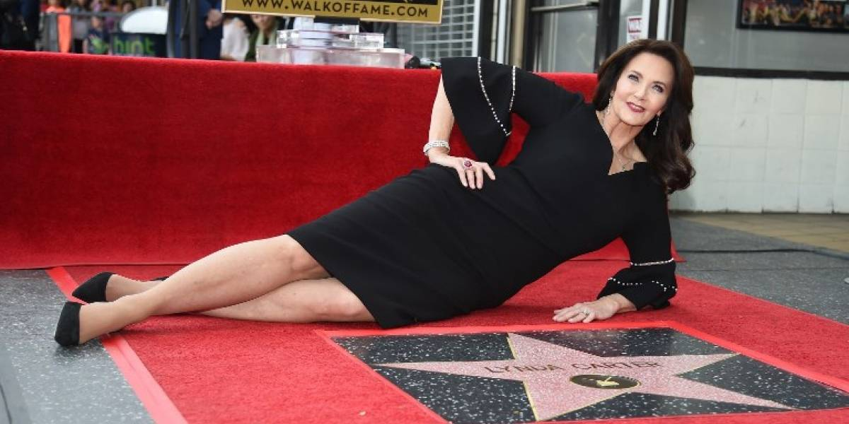 La Mujer Maravilla de los 70 recibe su estrella en Hollywood y lució hermosa durante entrega