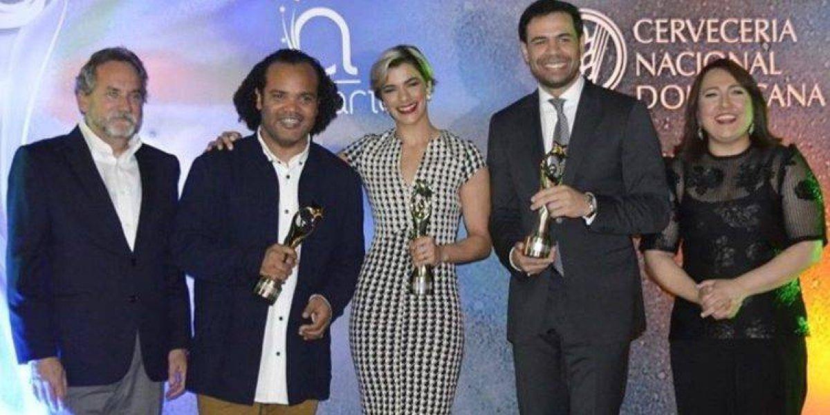 Roberto Ángel, Nashla y Zayas reciben Soberano por participación en premiación