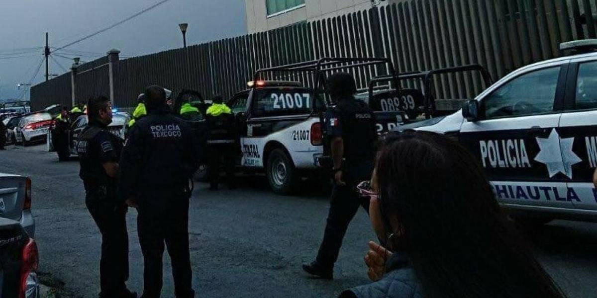 Reclusos retienen a dos custodios del penal de Texcoco