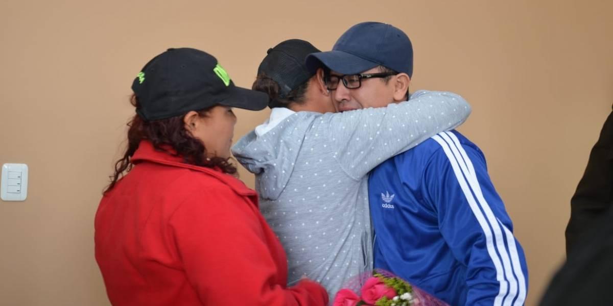 Familia se reencuentra en Quito luego de 30 años de separación