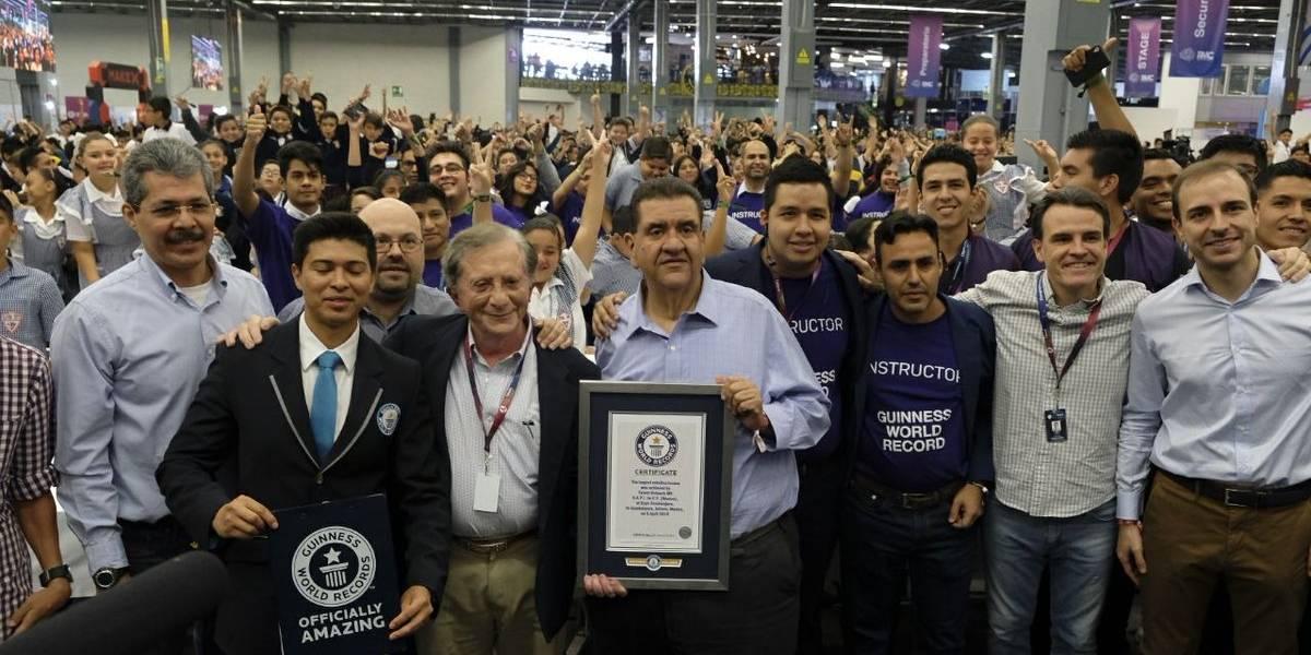Logran récord mundial con la clase de robótica más grande