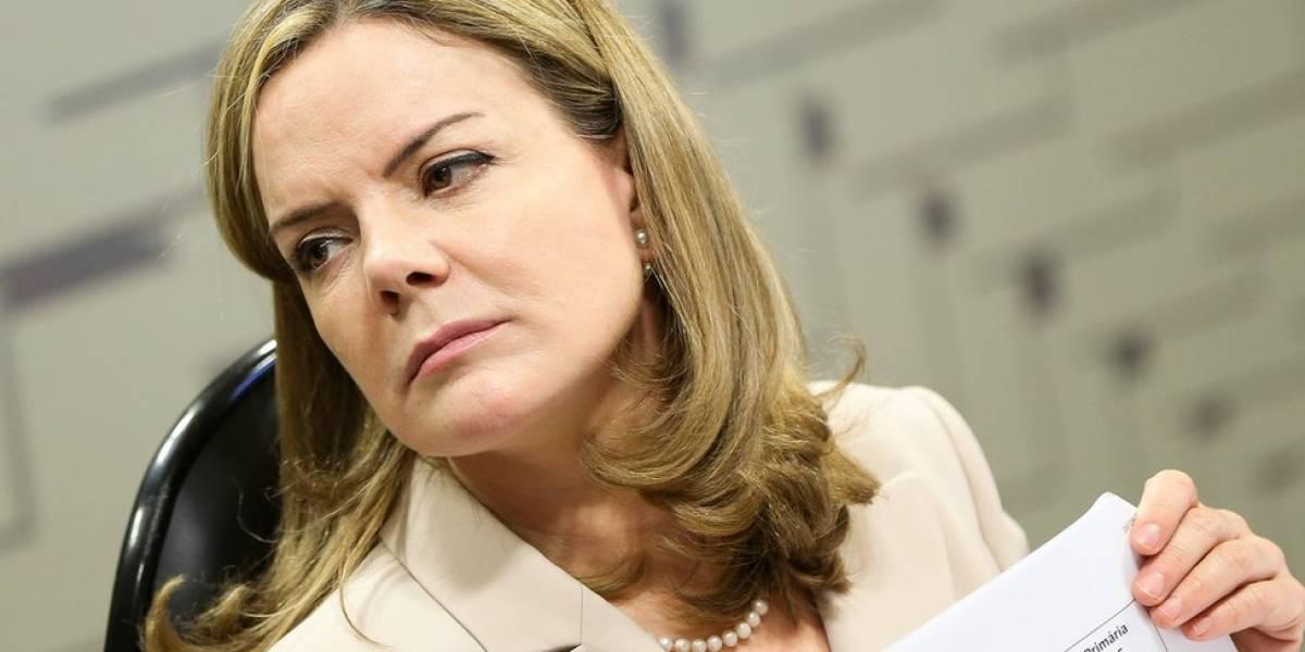Gleisi diz que apoiadores farão vigília até que Lula seja libertado