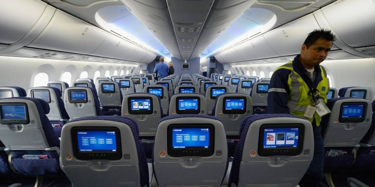 Investigarán aumentos en los pasajes de avión ante crisis de los terremotos en isla