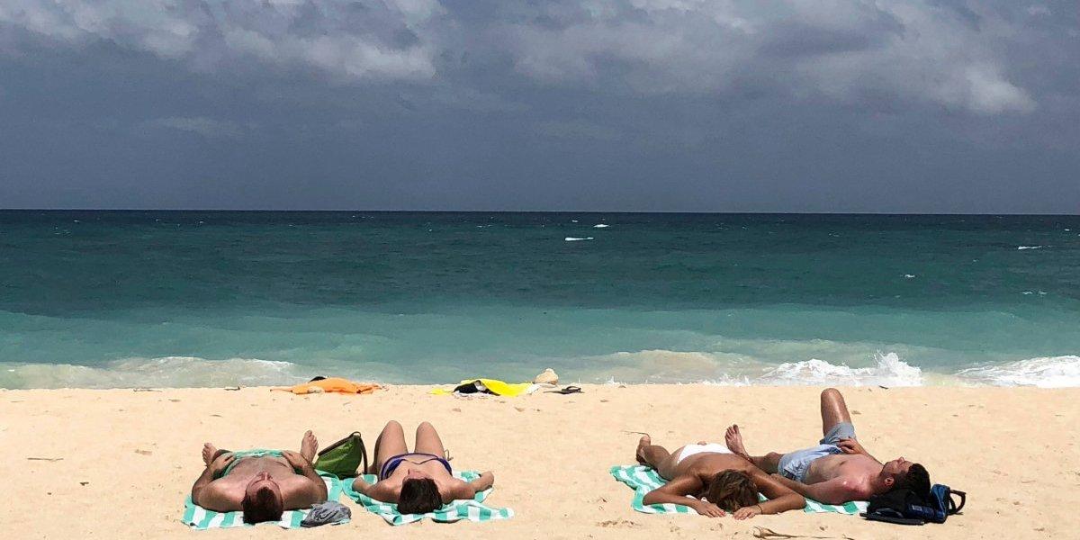 Filipinas cierra isla turística por la contaminación