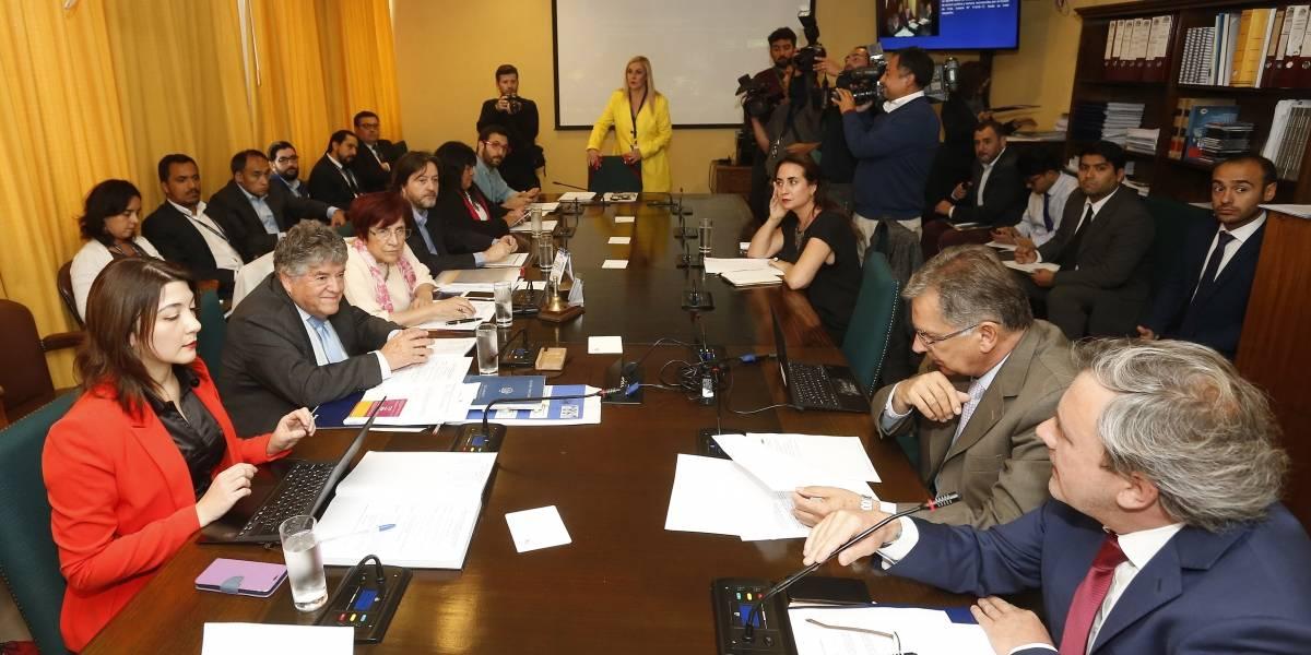 Comisión de DD.HH. aprueba entrega de bono a 3 mil víctimas de prisión política