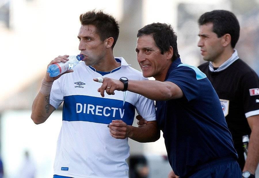 Muñoz estuvo entre 2013 y 2017 en la UC (salió a préstamo a Everton en 2016 y a Wanderers en 2017). Entre todos los técnicos que tuvo como cruzado, destaca lo aprendido con Mario Salas / Foto: Agencia UNO