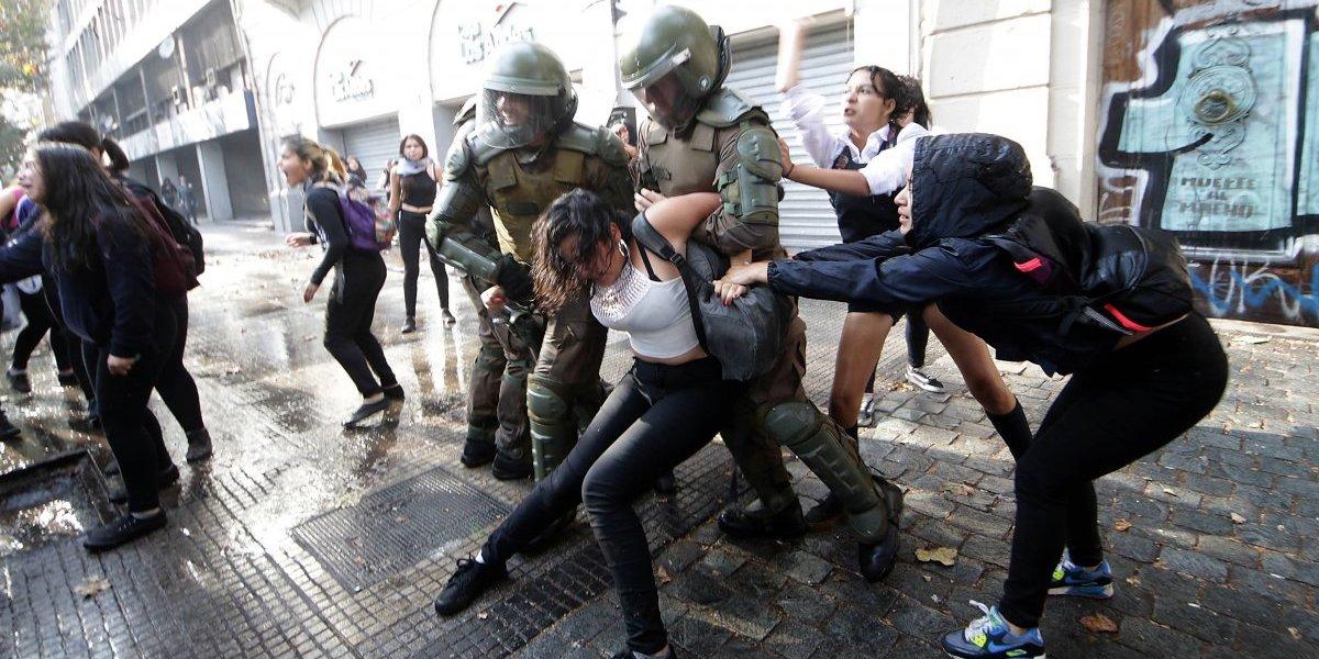 Con el 19 de abril en la mira: decenas de estudiantes secundarios detenidos por manifestación en el centro de Santiago