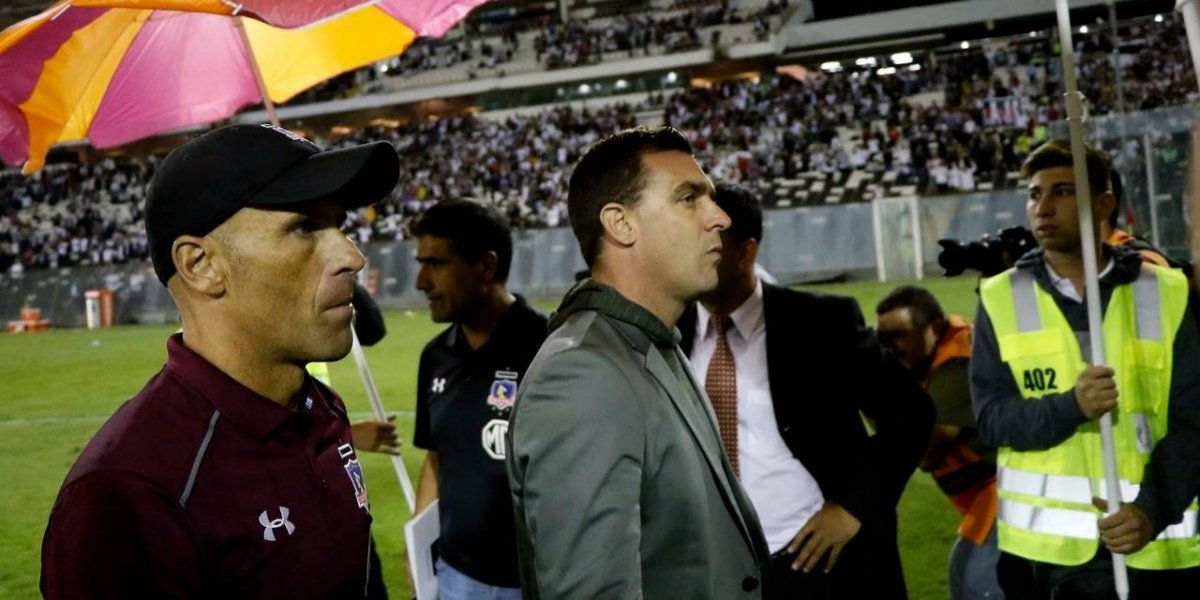 """Desastre Monumental: hinchas de Colo Colo encararon a Guede y """"pidieron su cabeza"""" con insultos y proyectiles"""