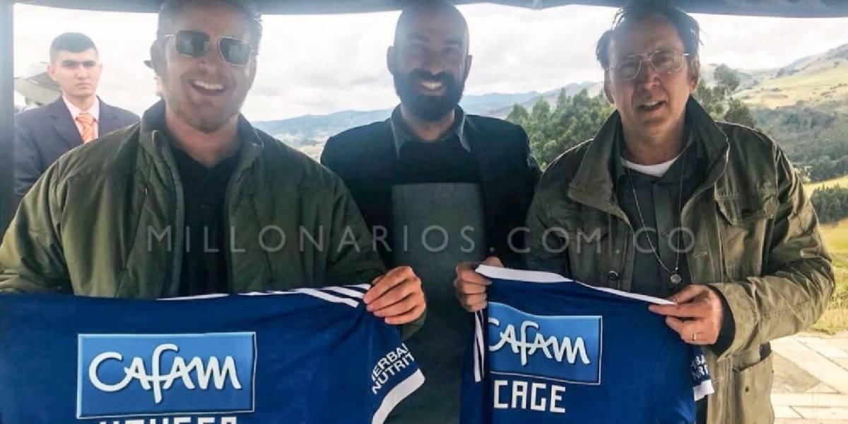 Nicolas Cage y Cole Hauser posaron con camiseta de Millonarios