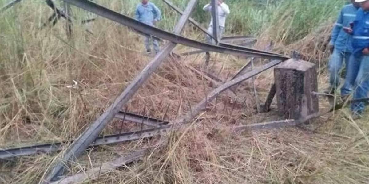Cuatro días para reparar la torre atentada con explosivos en Viche- Esmeraldas