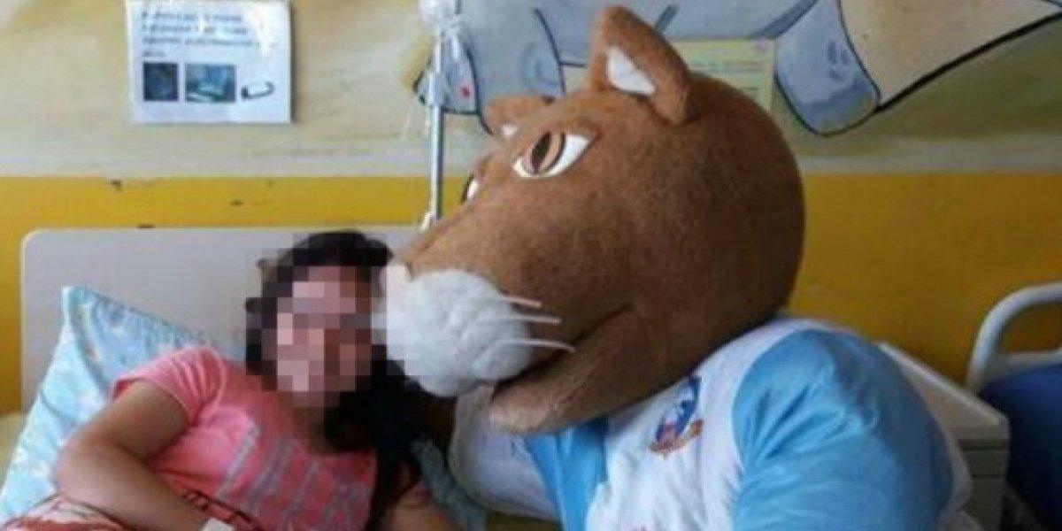 La ejemplar historia del antofagastino que divierte a niños hospitalizados sólo a cambio de sonrisas como pago