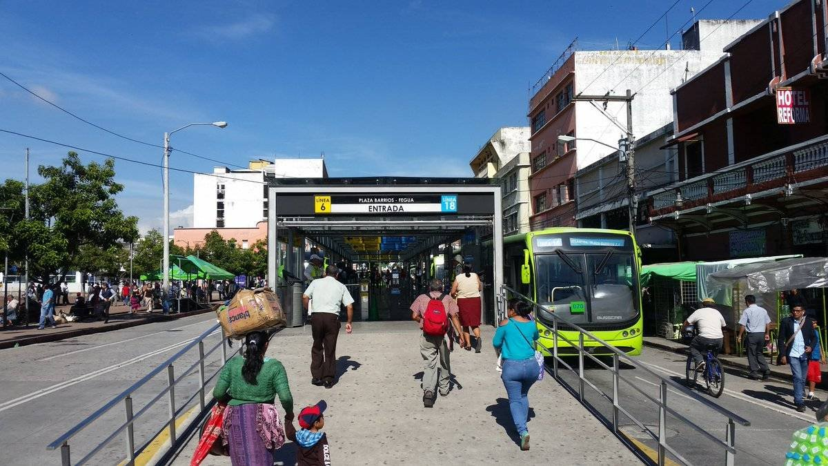 estación Plaza Barrios, Transmetro