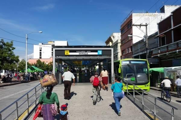 estación Plaza Barrios, Transmetro