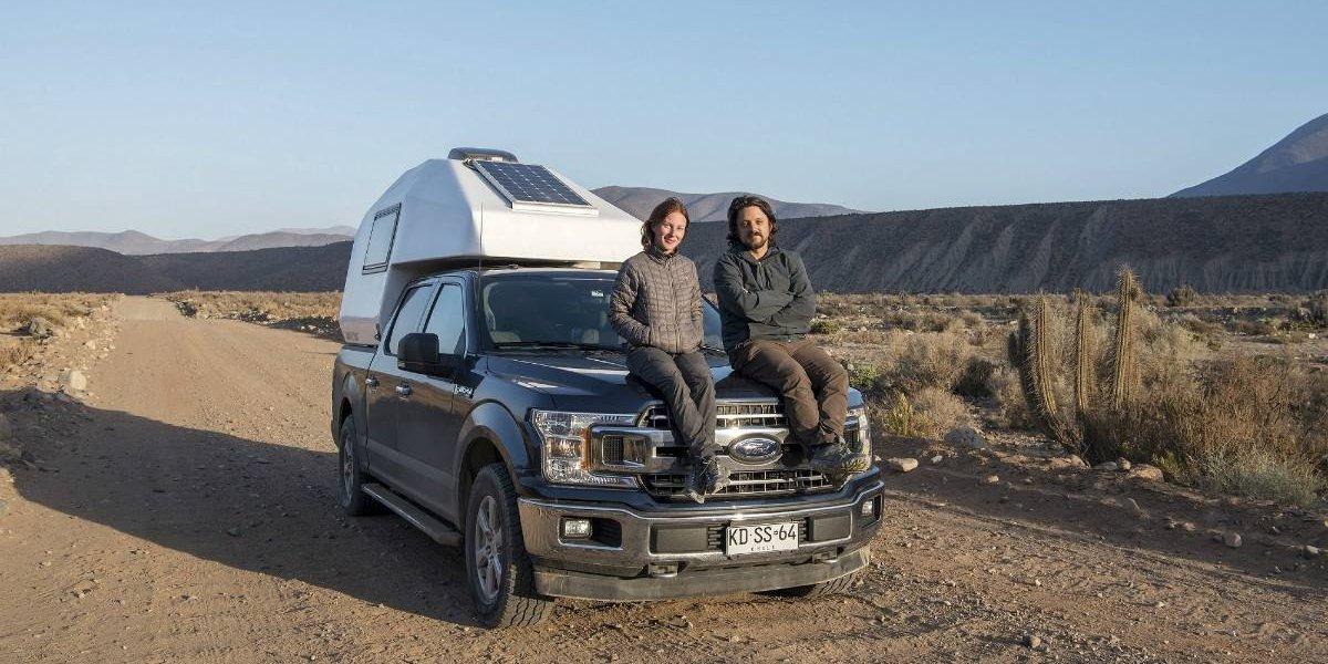 Pareja francochilena cruzará Chile arriba de una Ford F-150