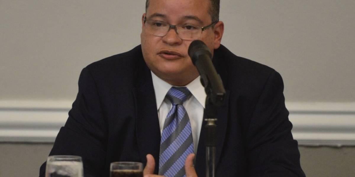 Presidente Colegio de Médicos retira de su campaña a cabildero acusado por Ley 54