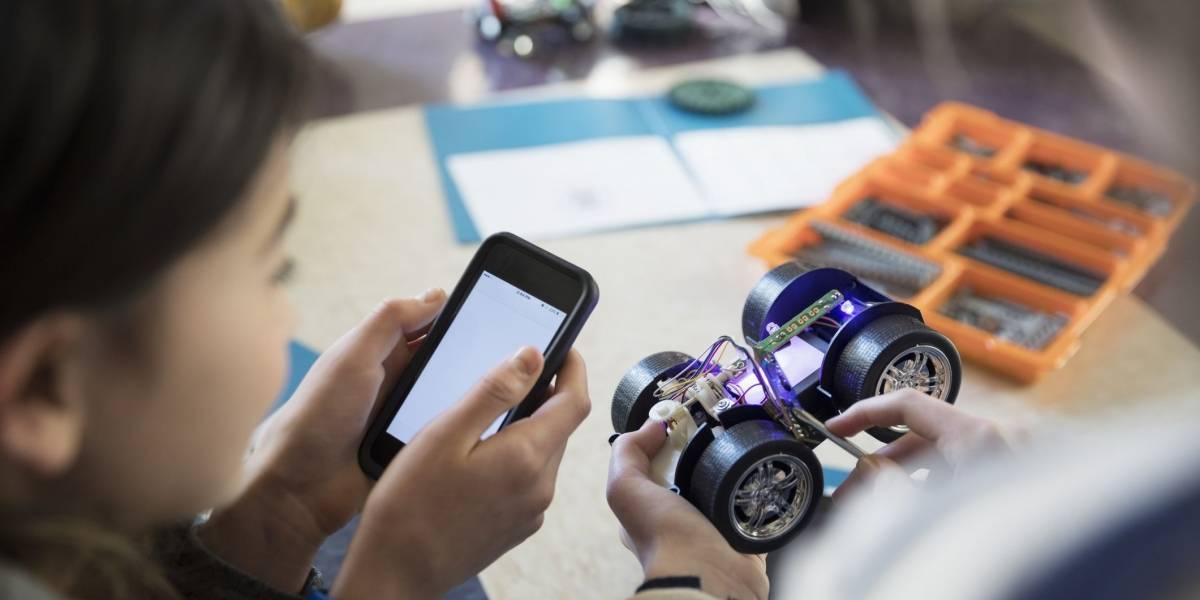 """Uso excesivo de celulares """"disminuiría desempeño"""" escolar, según universidad chilena"""