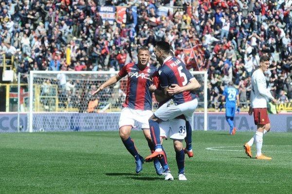 Bologna disfruta con Pulgar / imagen: Getty Images