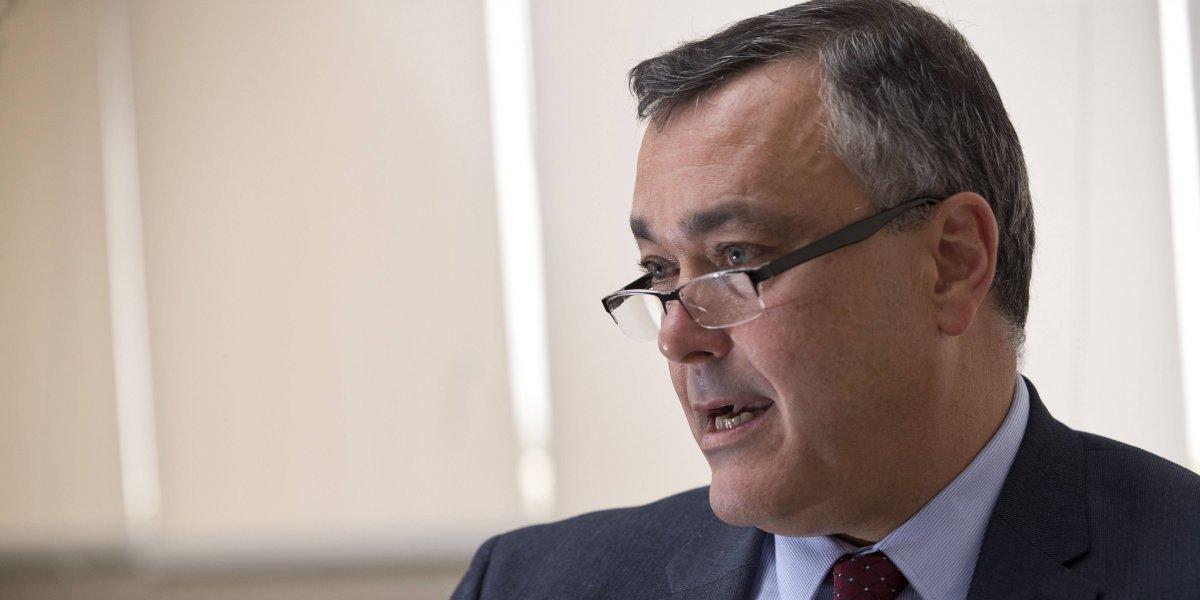 Hallan causa para arresto contra expresidente del Banco de Desarrollo Económico