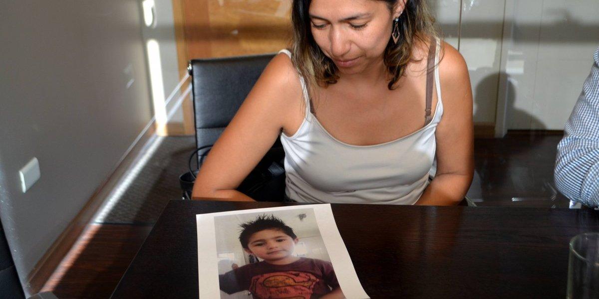 """""""Exijo justicia para mi hijo"""": madre de menor ahogado presenta querella en contra del Parque Nacional Puyehue"""