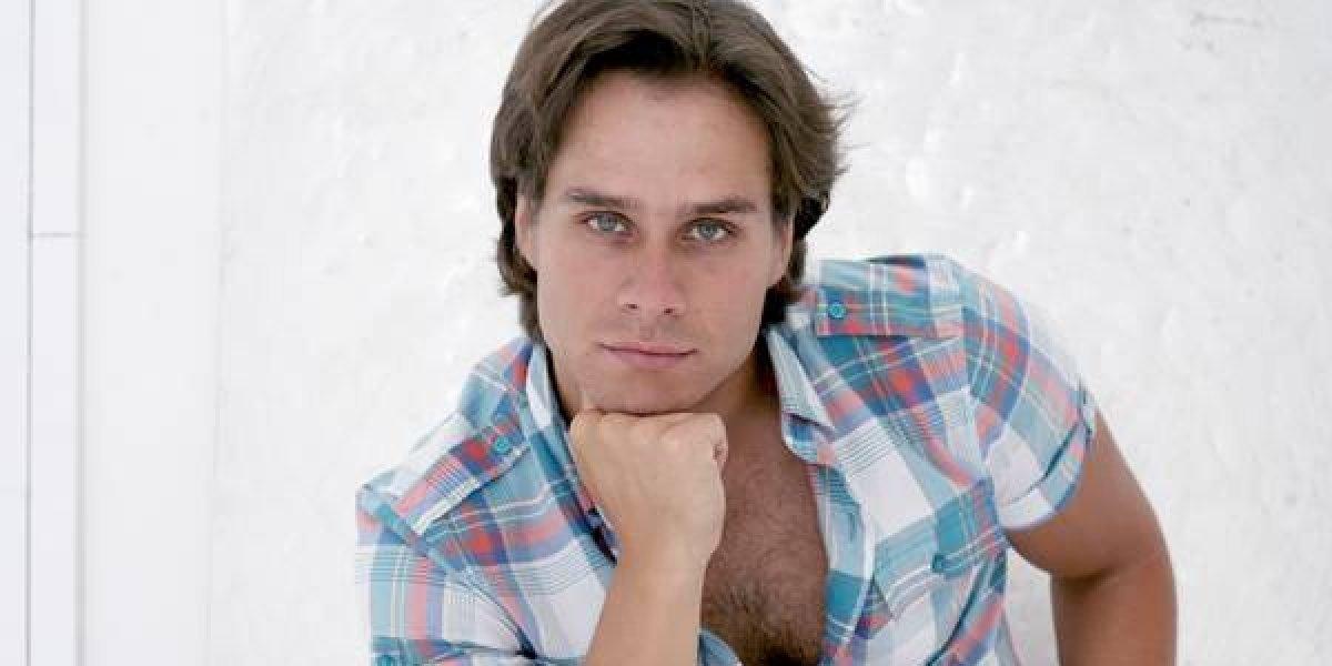 Actor Miguel Arce da lección al besar a un hombre en serie de Televisa