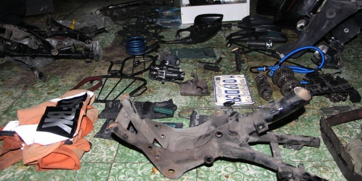 Localizan guarida en donde desmantelaban motocicletas robadas