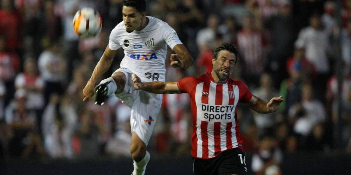 Com gol irregular, Santos vence Estudiantes e lidera grupo na Libertadores