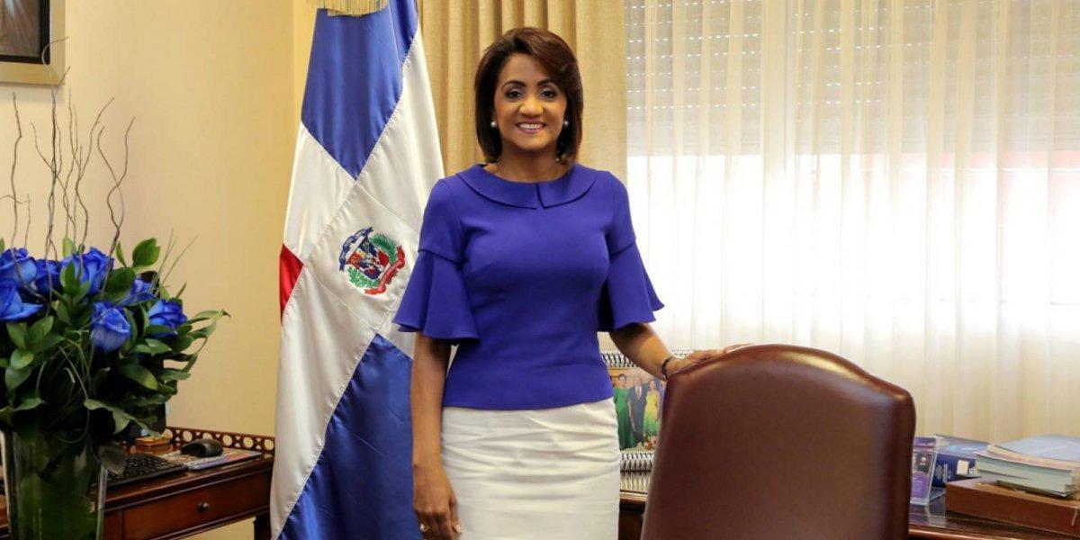 Primera Dama felicita a periodistas por aporte a la democracia