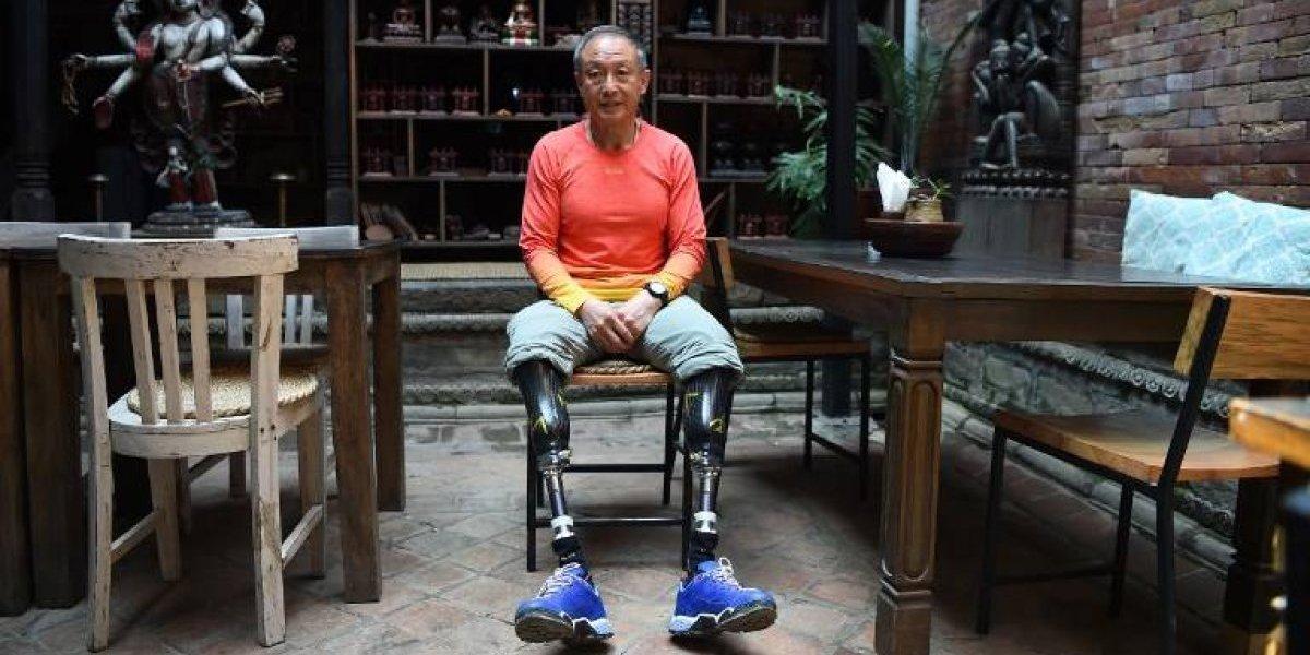 Alpinista chino amputado de ambas piernas sueña con llegar a la cima del Everest