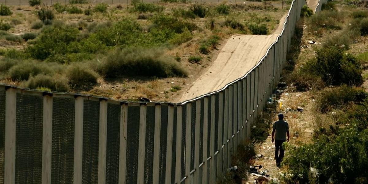 Organización estadounidense construye sección de muro en Nuevo México