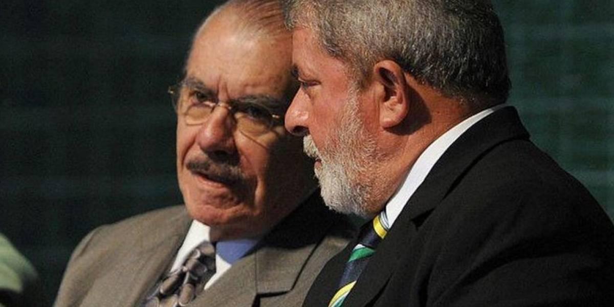 """""""Sou seu amigo e fiquei bastante chocado"""", diz Sarney sobre prisão de Lula"""