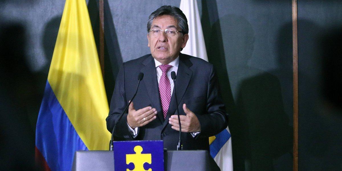 Fiscal Néstor Humberto Martínez renuncia a su cargo