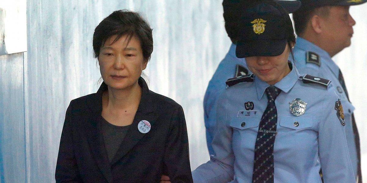 """Ex presidenta de Corea del Sur es condenada a 24 años por caso """"Rasputina"""""""