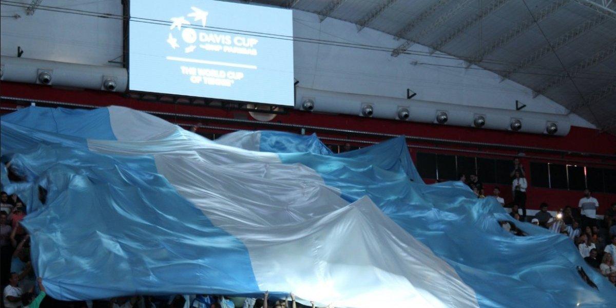 """""""El que no salta no va al Mundial"""": El ambiente futbolero se tomó el clásico de la Davis entre Argentina y Chile"""