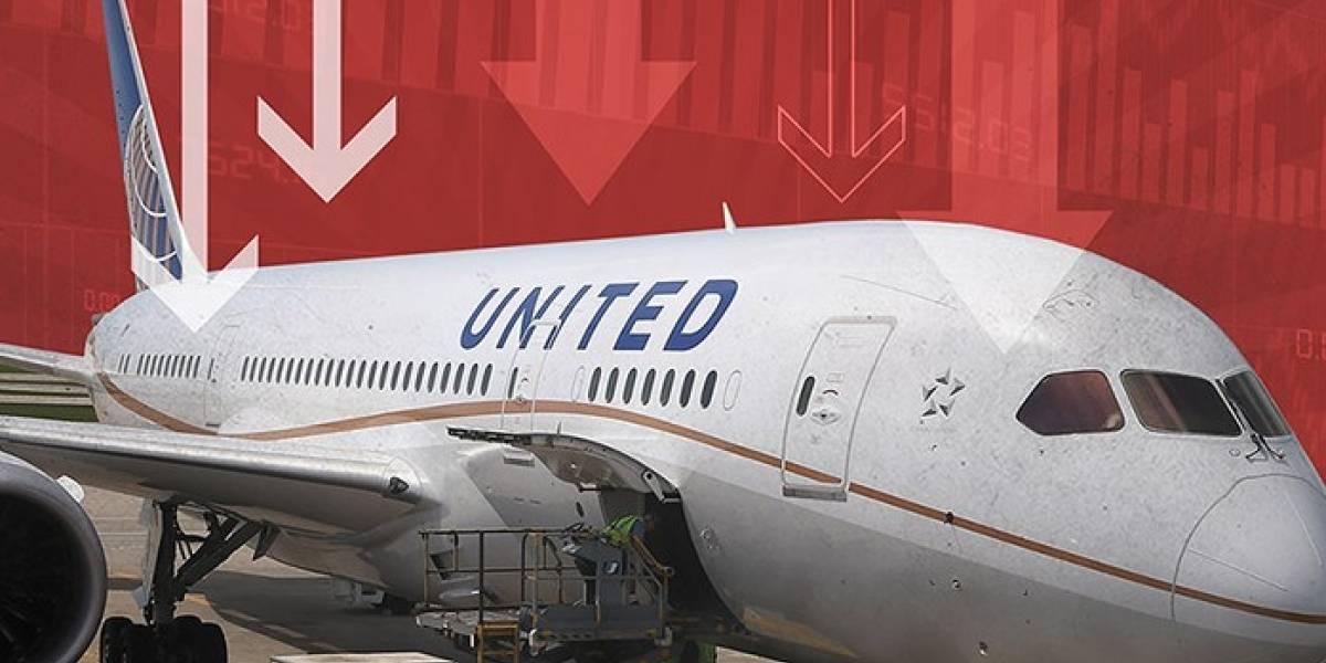 Consumidores enfurecidos demandan a United Airlines para que mantenga ofertas canceladas