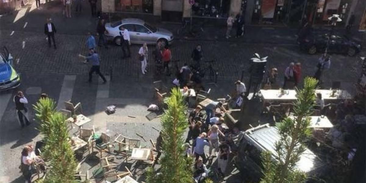 Vehículo arrolla un grupo de personas en Alemania