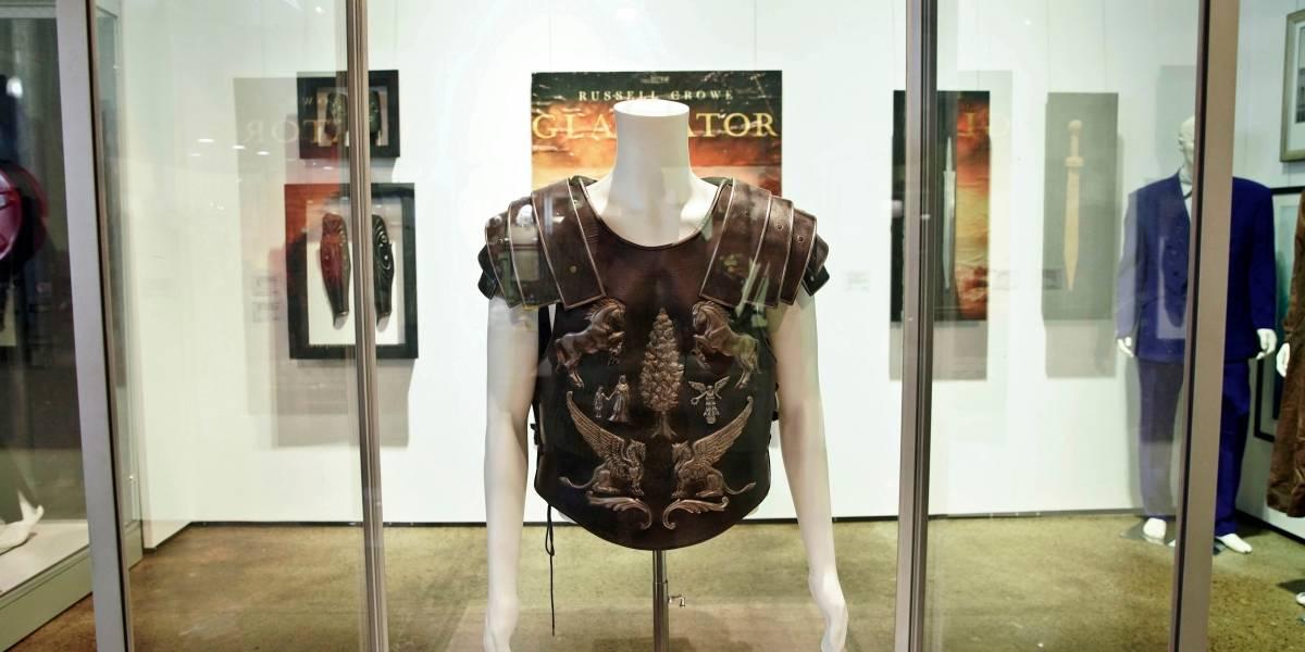"""Subastan por $96 mil armadura que usó Russell Crowe en """"Gladiator"""""""