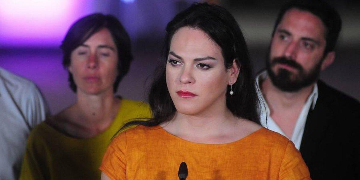 """Daniela Vega desafía a Ezzati: """"Ven conversar conmigo ¿Te atreves?"""""""