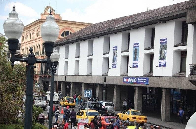 Fotografías de los periodistas secuestrados en el Palacio Municipal Municipio de Quito