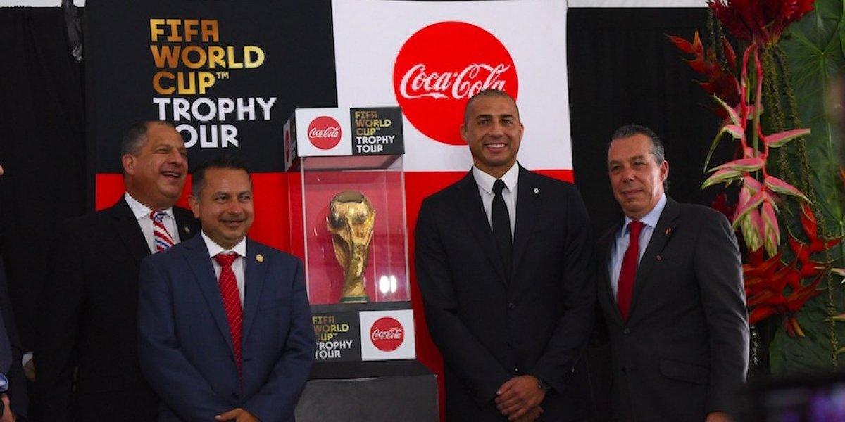 Trofeo de la Copa del Mundial llega a Costa Rica acompañada de David Trezeguet