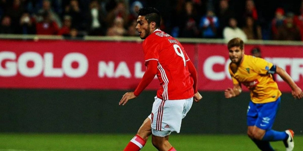 VIDEO: Raúl Jiménez vuela con Benfica y hace doblete